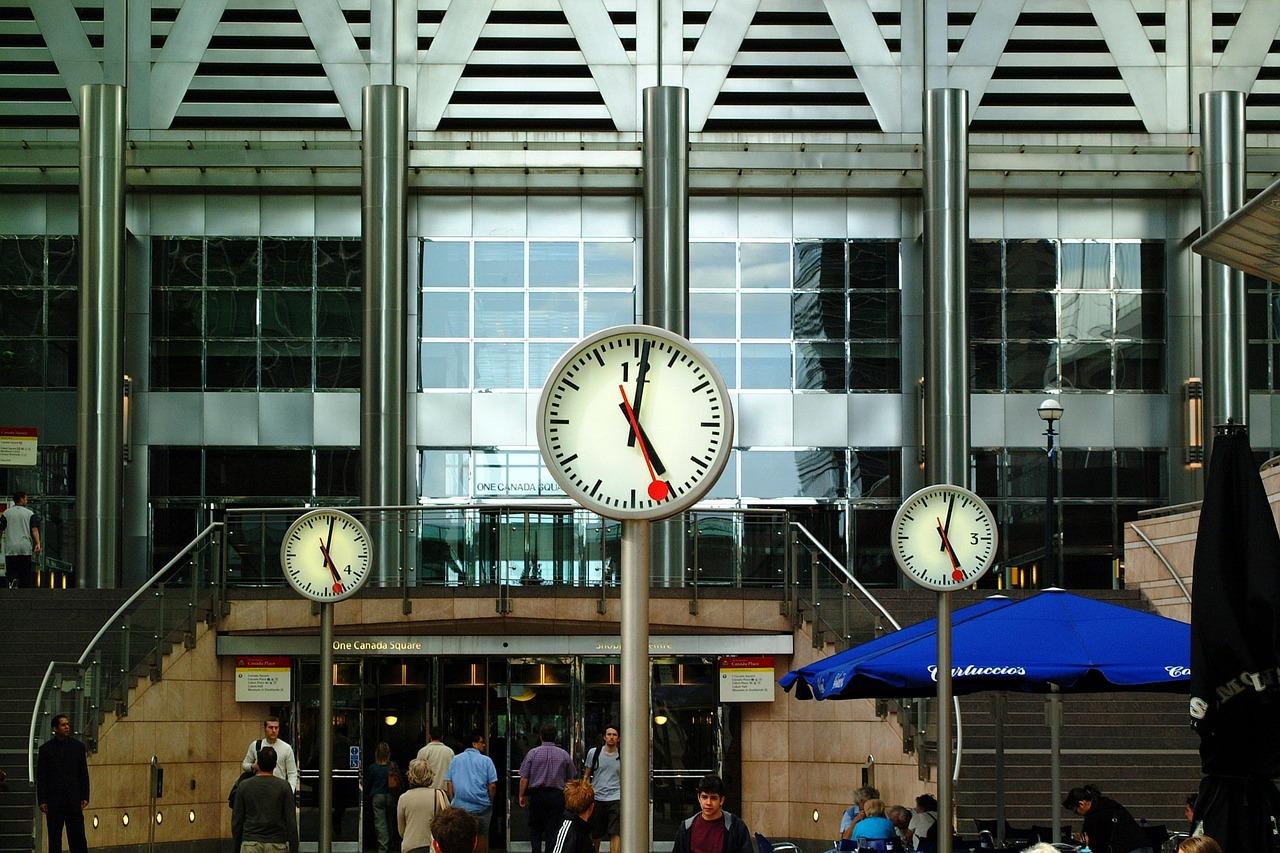 clocks-1054799_1280